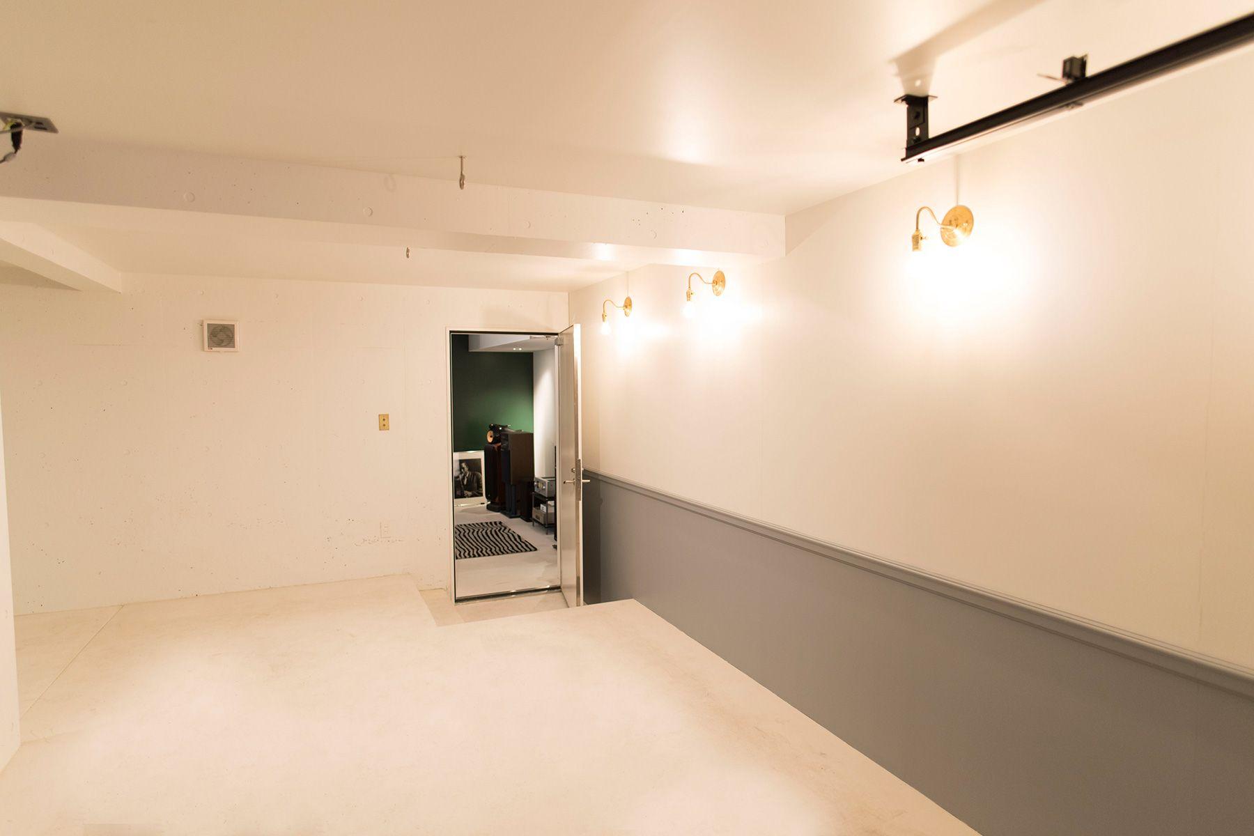 104/個人宅 (イチマルヨン)B1F 2トーンの壁