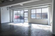 STUDIO SAND 1F(スタジオサンド1F):大きなダイニングテーブル