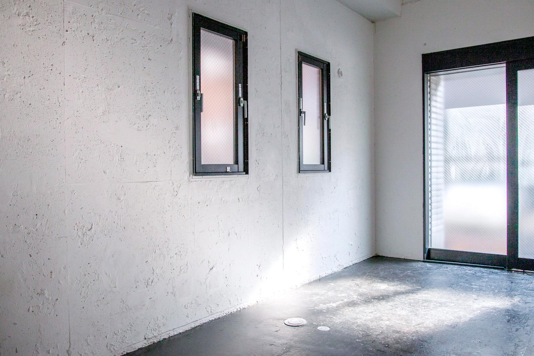 STUDIO SAND 1F(スタジオサンド1F)家具を移動するとシンプルな白壁