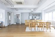 STUDIO SAND 2F (スタジオサンド2F):窓が広く明るいフロア
