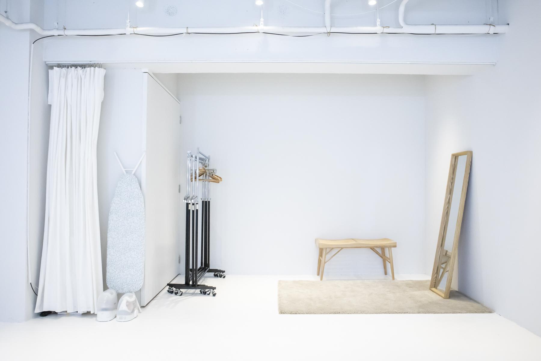 STUDIO SAND 2F (スタジオサンド2F)大型ハリウッドミラー