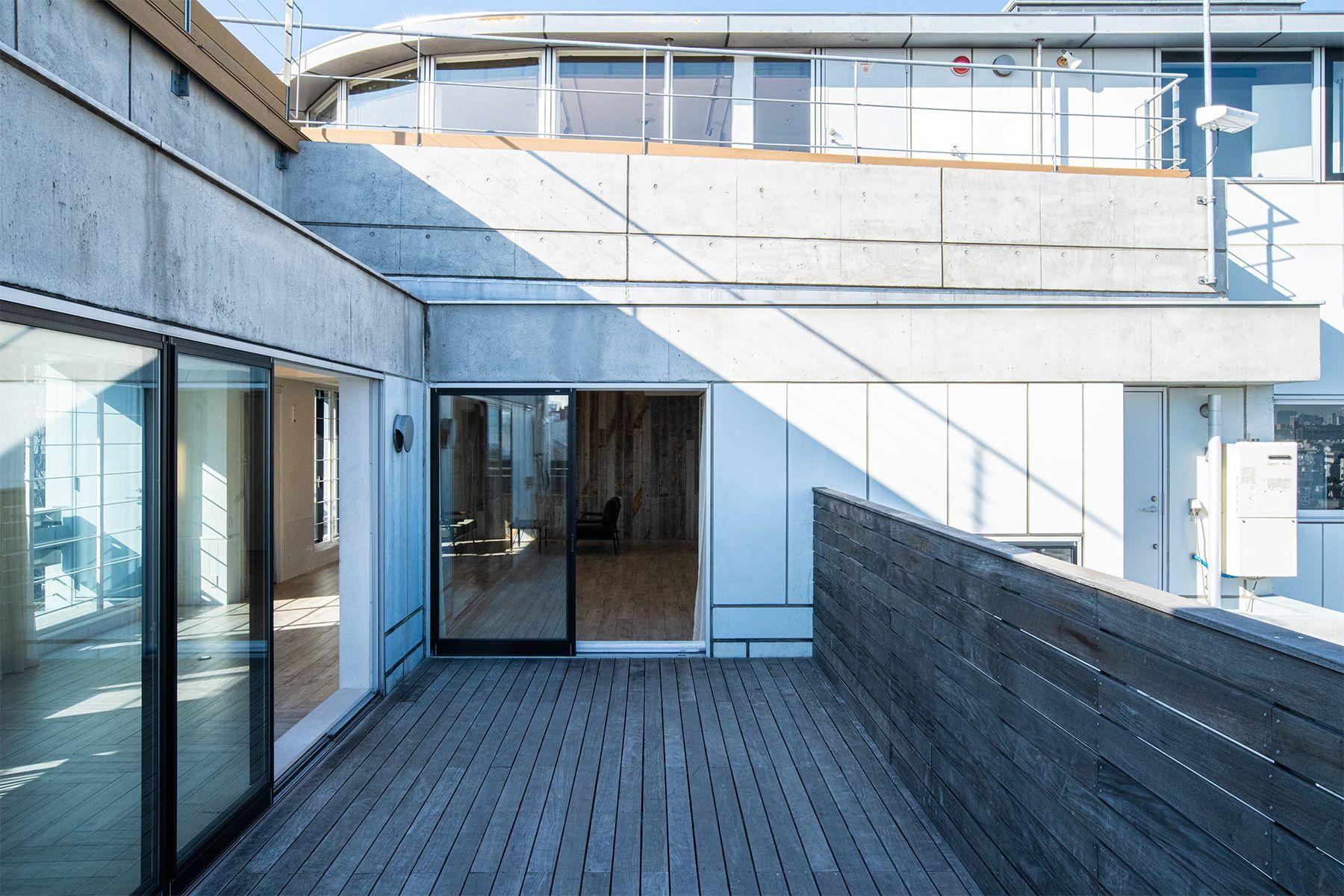 Studio TERRANOVA Dst  キッチン+バルコニー  (スタジオテラノヴァ)格子窓