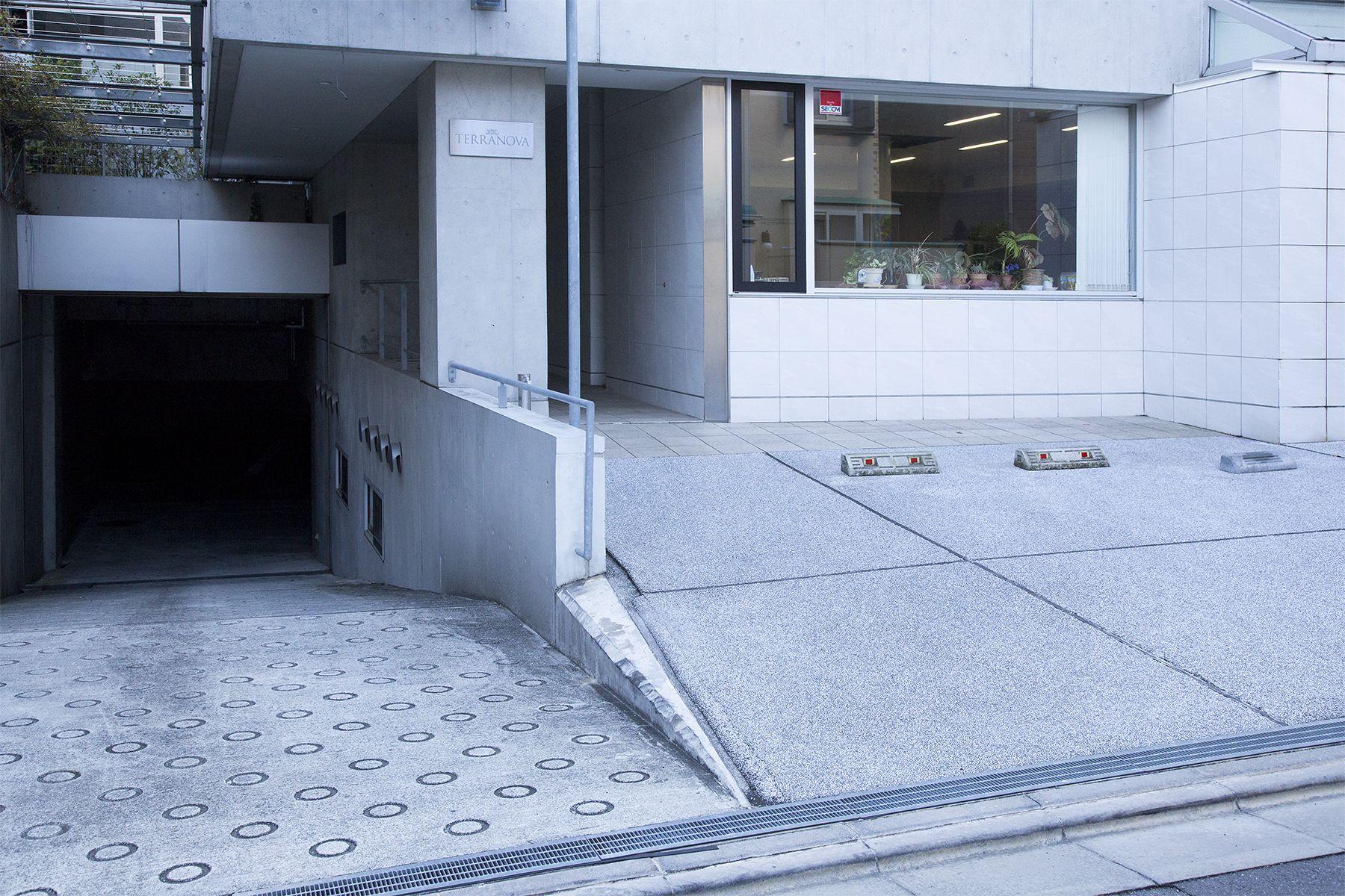 Studio TERRANOVA Dst  キッチン+バルコニー  (スタジオテラノヴァ)スタジオビル前駐車場 最大2台分利用