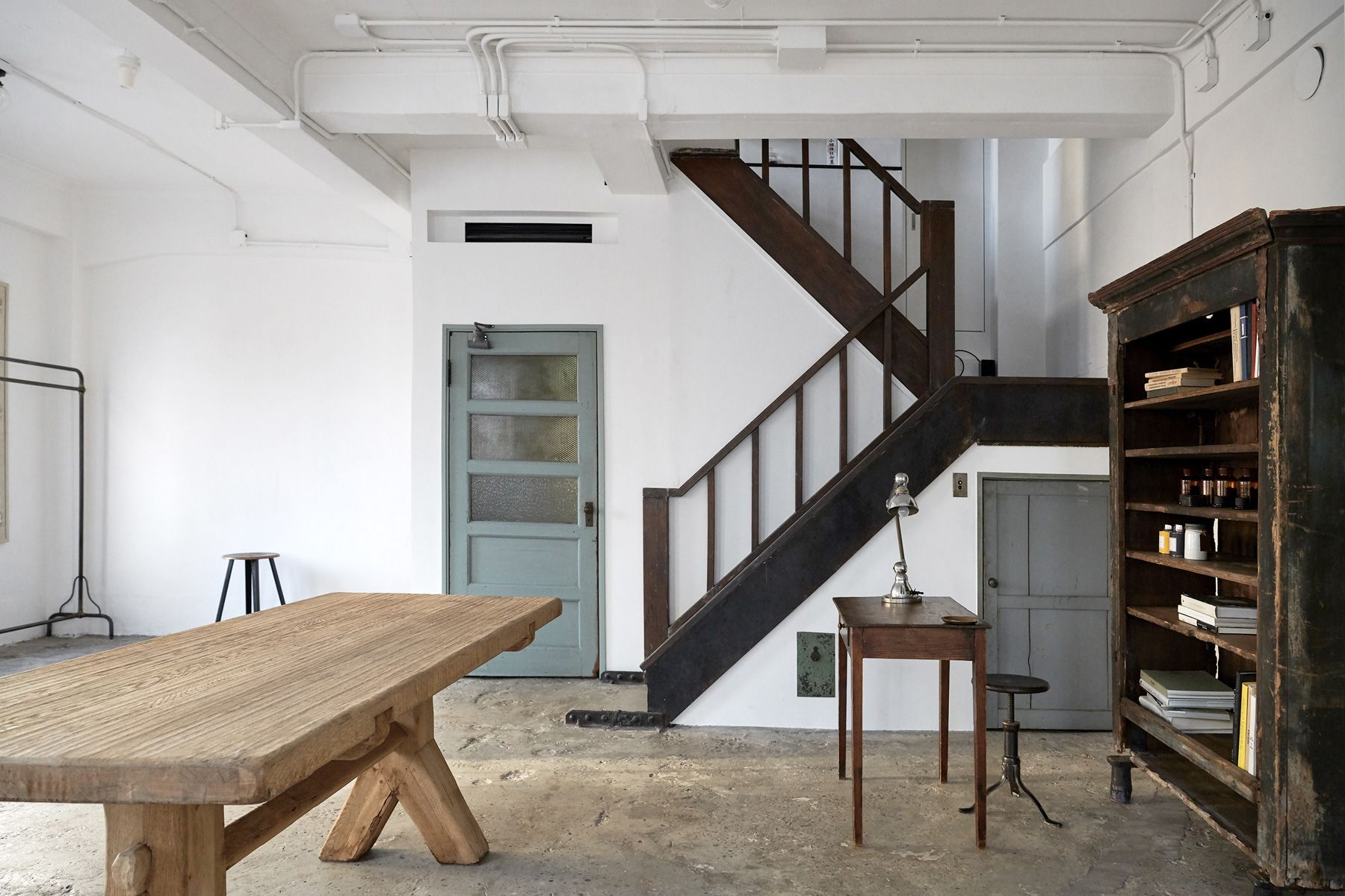 BLANK (ブランク)4階に通じる木の階段