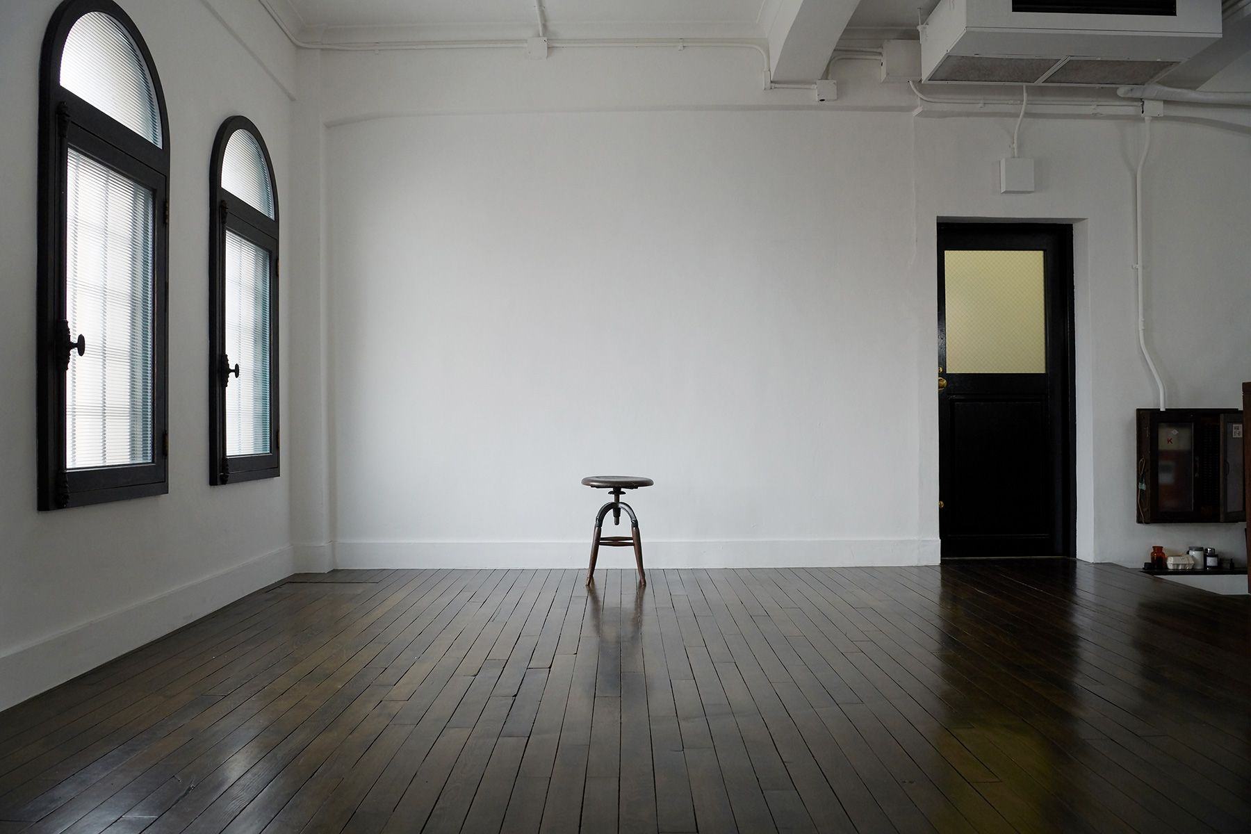 BLANK (ブランク)4階 天井高3m20cmの広い白壁