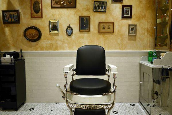 Barber LUDLOW BLUNT (ルドロウ ブラント)壁面を背景