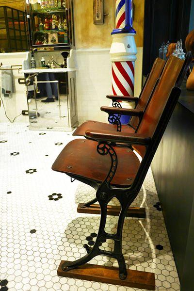 Barber LUDLOW BLUNT (ルドロウ ブラント)玄関付近