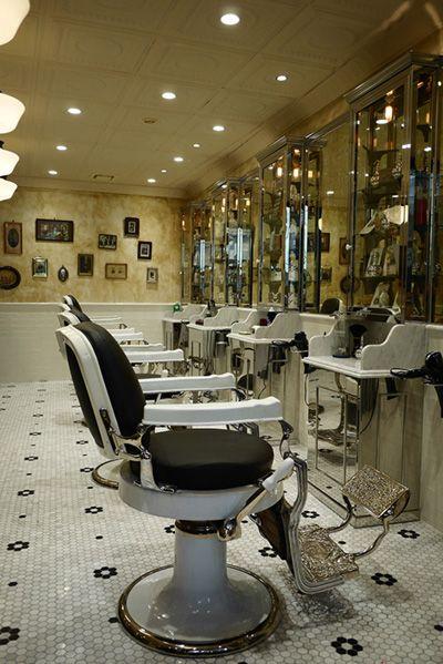 Barber LUDLOW BLUNT (ルドロウ ブラント)入口から奥に向かって店内
