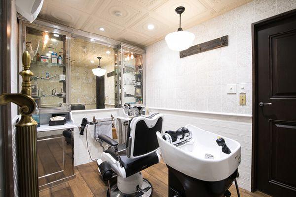 Barber LUDLOW BLUNT (ルドロウ ブラント)シャンプー台のある個室