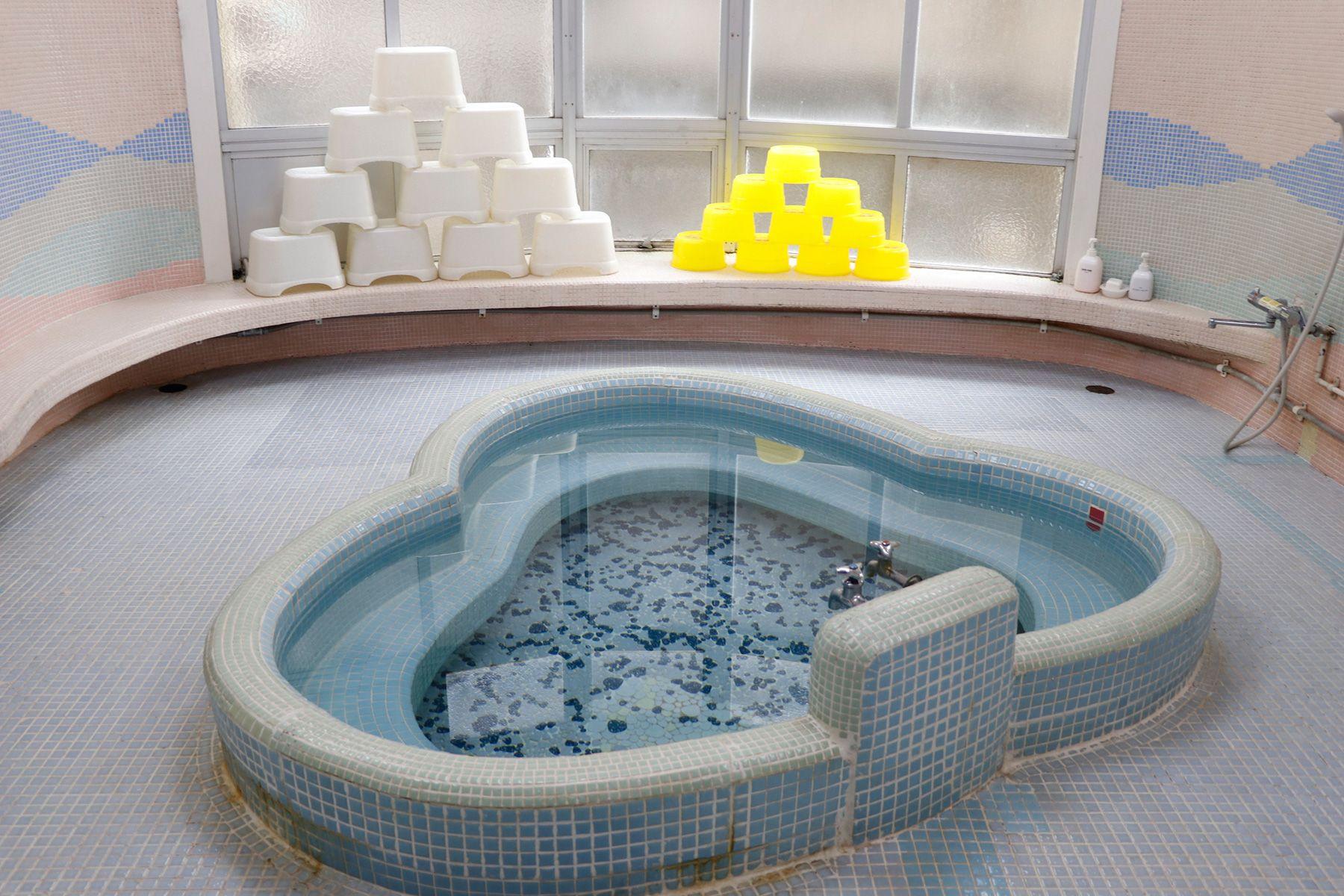 HOMEIKAN 森川別館/旅館 (ホウメイカン)タイルのお風呂(千鳥風呂)