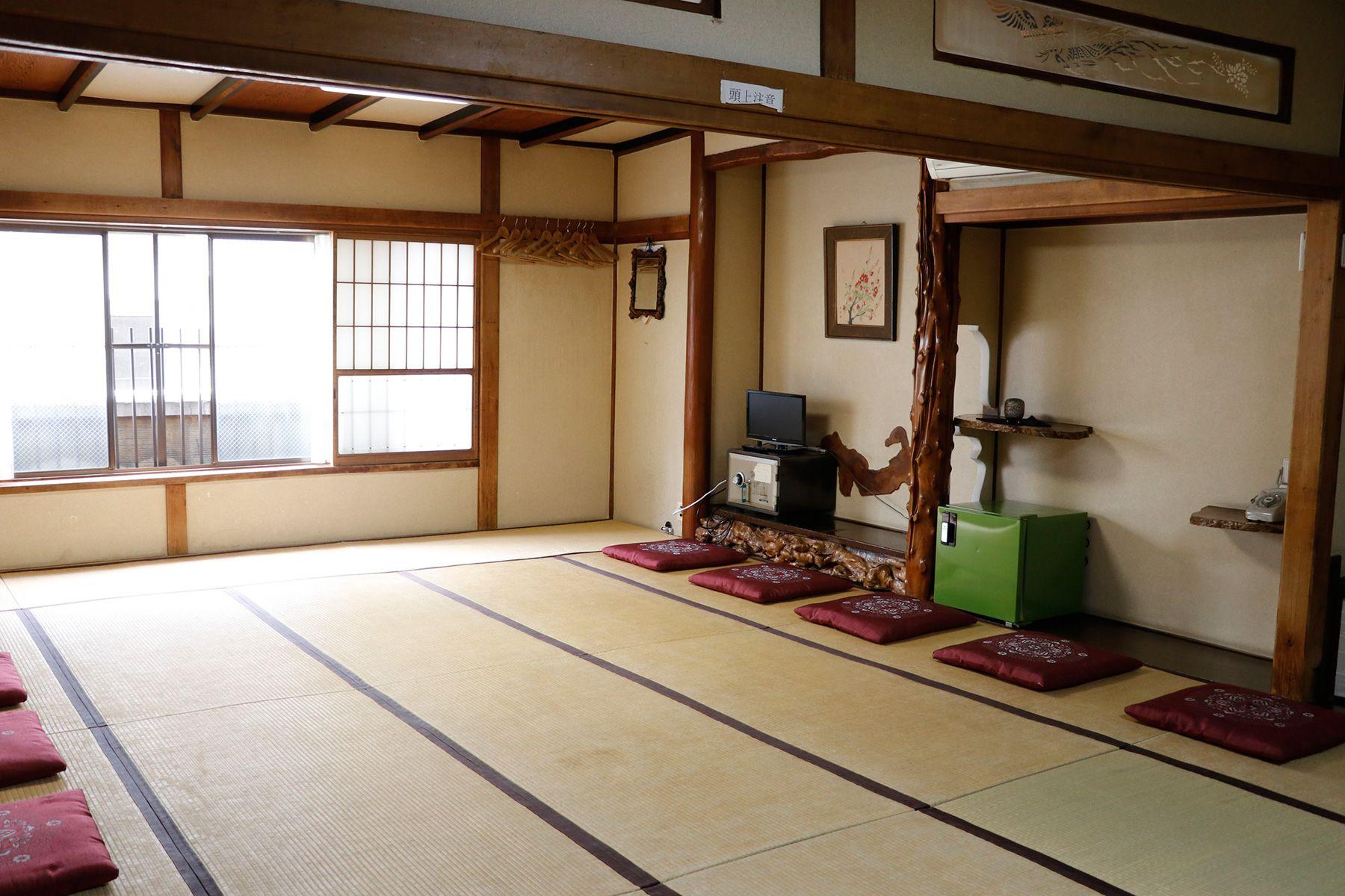 HOMEIKAN 森川別館/旅館 (ホウメイカン)春日+呉竹(22.5畳)窓は西向き