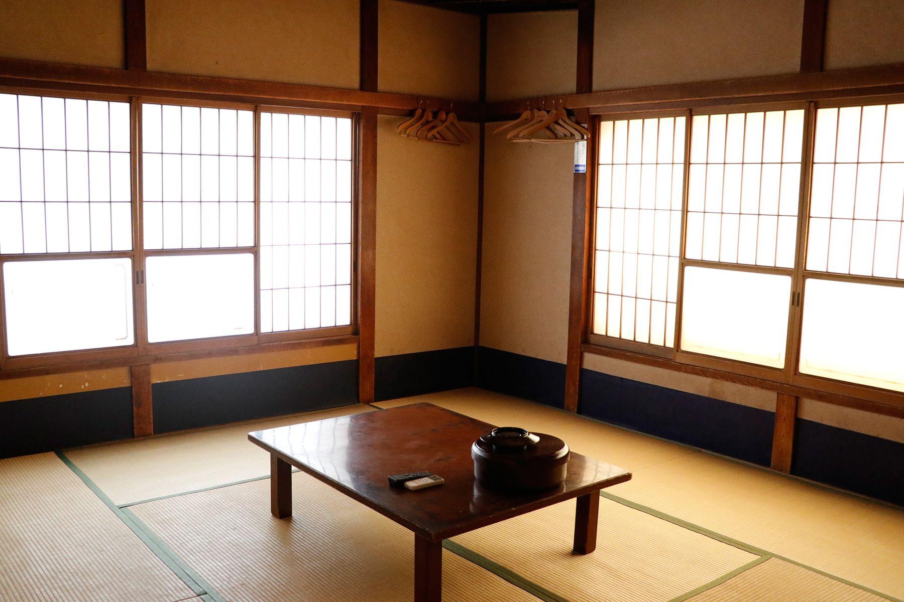 HOMEIKAN 森川別館/旅館 (ホウメイカン)千歳(10畳)窓は南と西2面