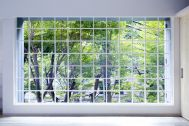 Studio TERRANOVA Bst  白ホリ+ハウススタジオ  (スタジオテラノヴァ):幅4mの格子窓 / 南方角
