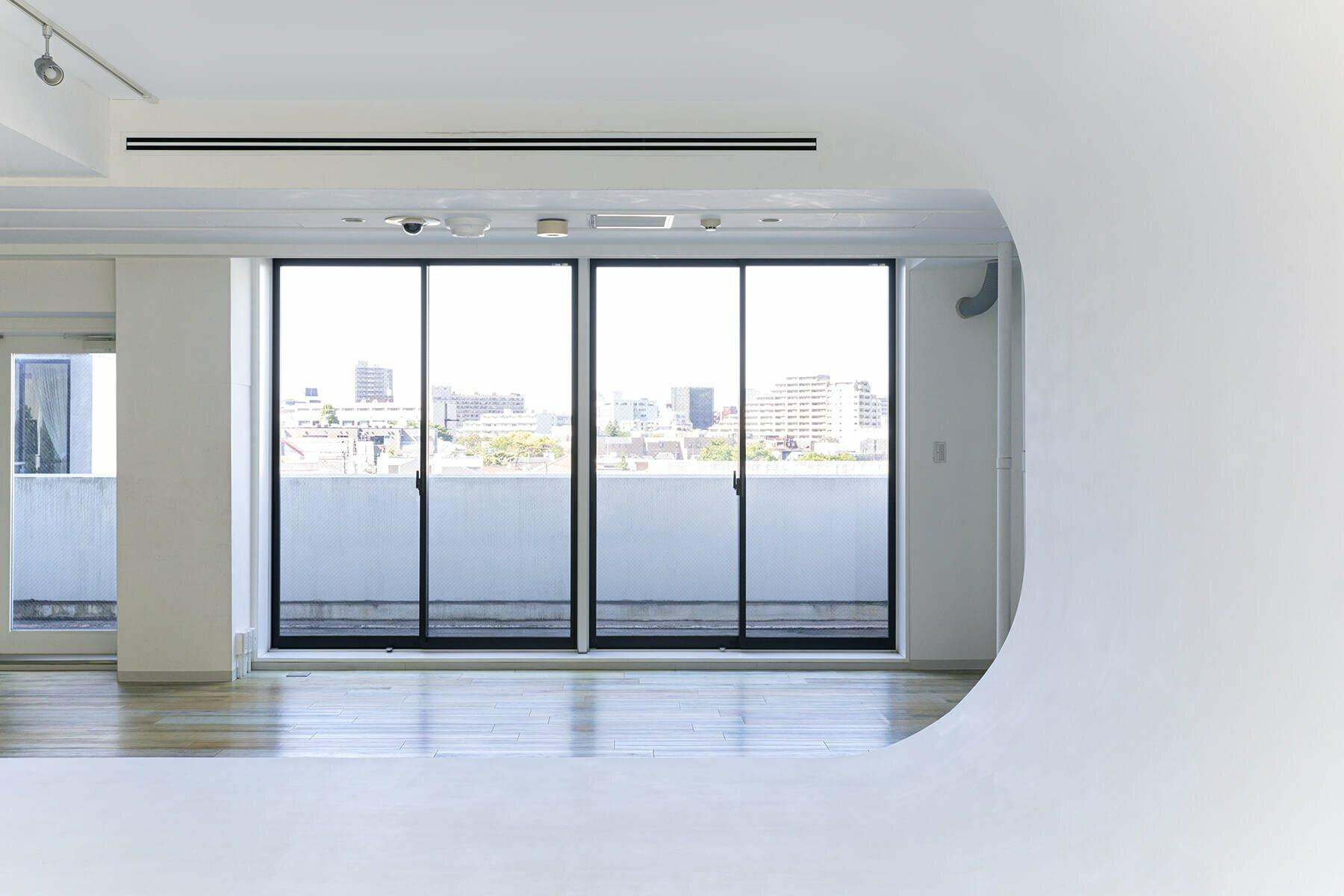 Studio TERRANOVA Bst  白ホリ+ハウススタジオ  (スタジオテラノヴァ)幅4mの格子窓 / 南方角