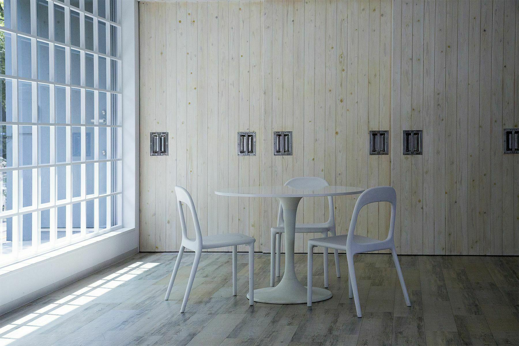 Studio TERRANOVA Bst  白ホリ+ハウススタジオ  (スタジオテラノヴァ)壁紙 イエローの波模様