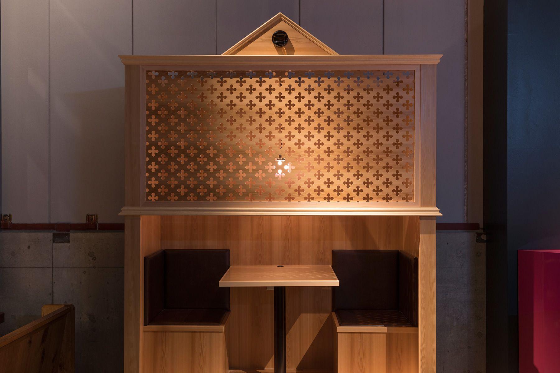 PAVILION(パビリオン)/店舗懺悔室を模した個室
