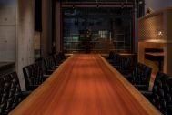 PAVILION(パビリオン)/店舗:大きな1枚板のテーブル