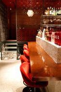 PAVILION(パビリオン)/店舗:ベロアの赤い椅子