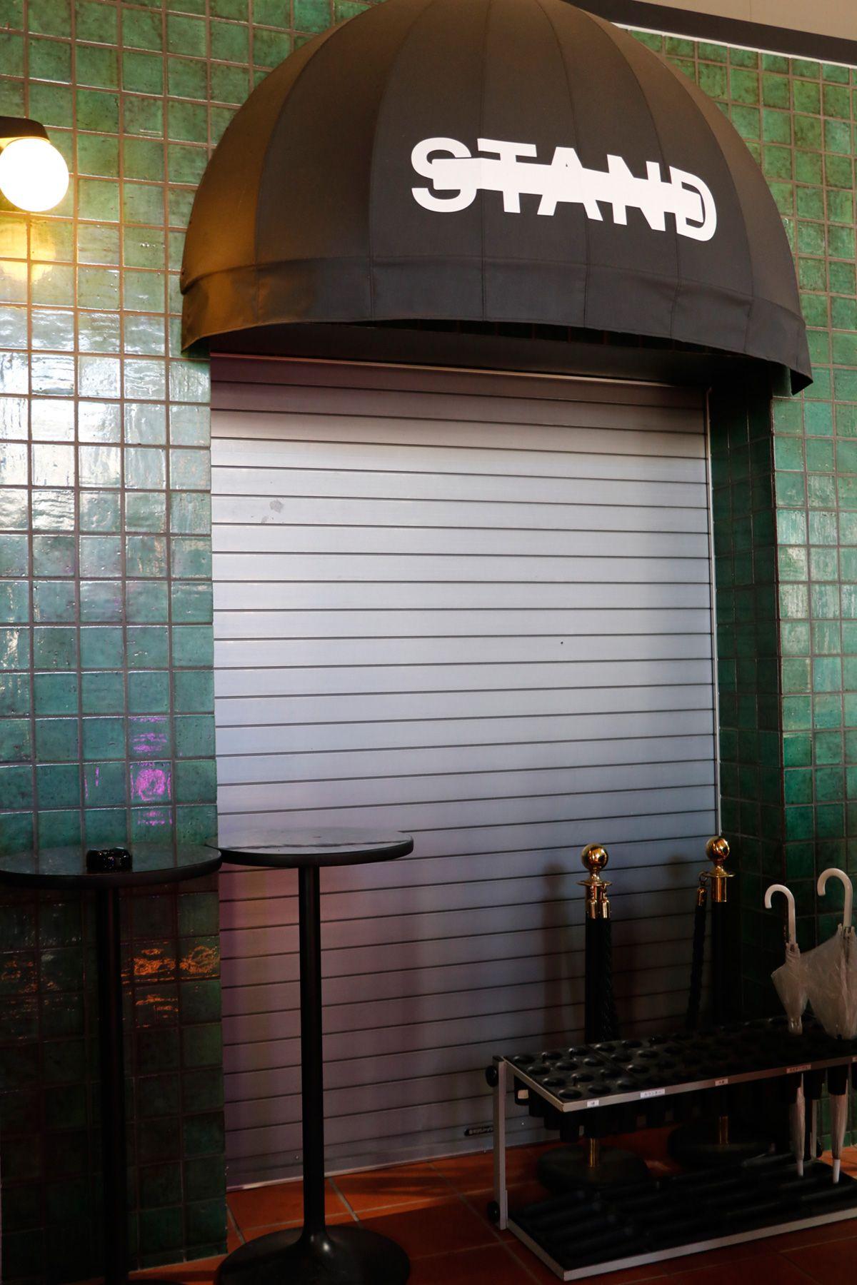 PAVILION(パビリオン)/店舗エントランス横のスタンド