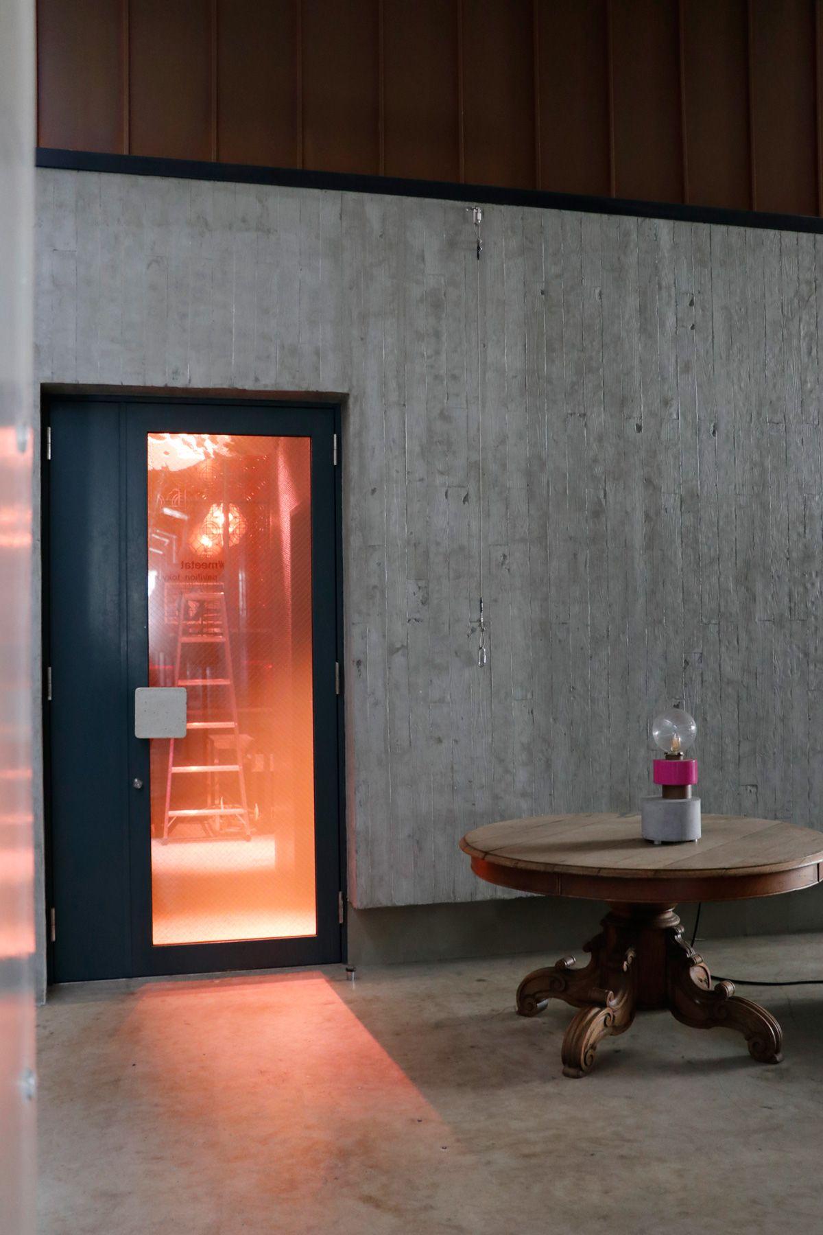 PAVILION(パビリオン)/店舗回廊側のエントランスの扉