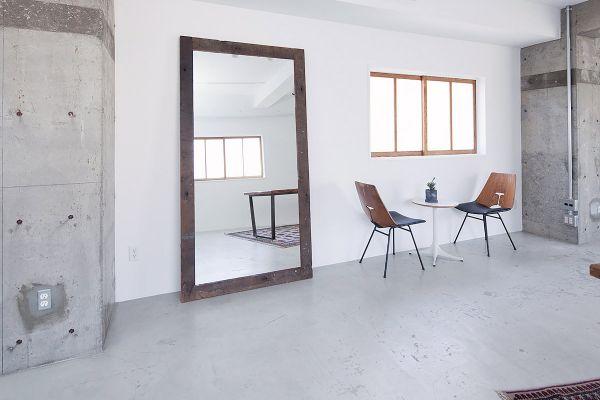 RE studio (アールイースタジオ)窓の方角:正面窓は東 左窓は北