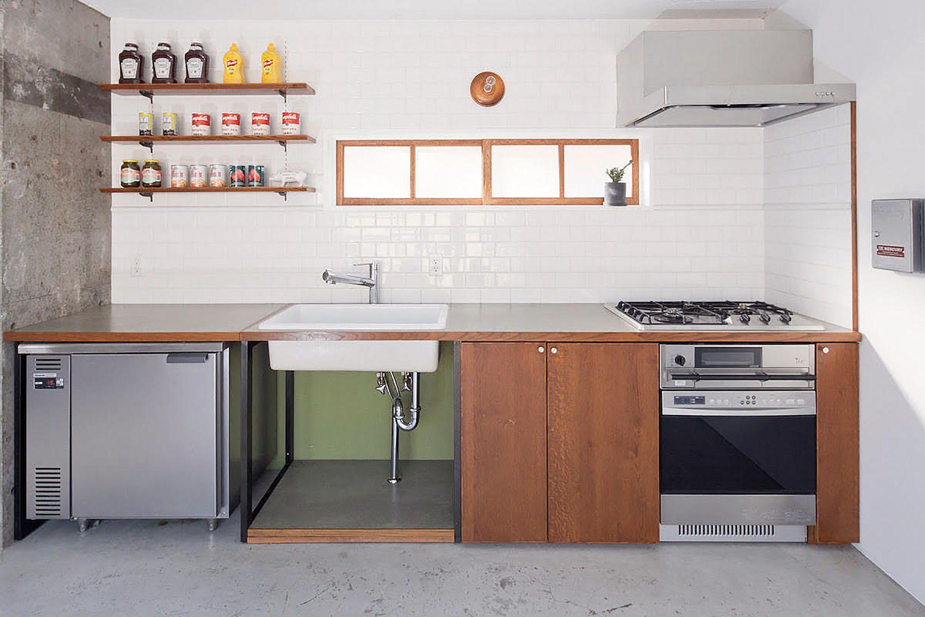 RE studio (アールイースタジオ)陶器製シンク、冷蔵庫付