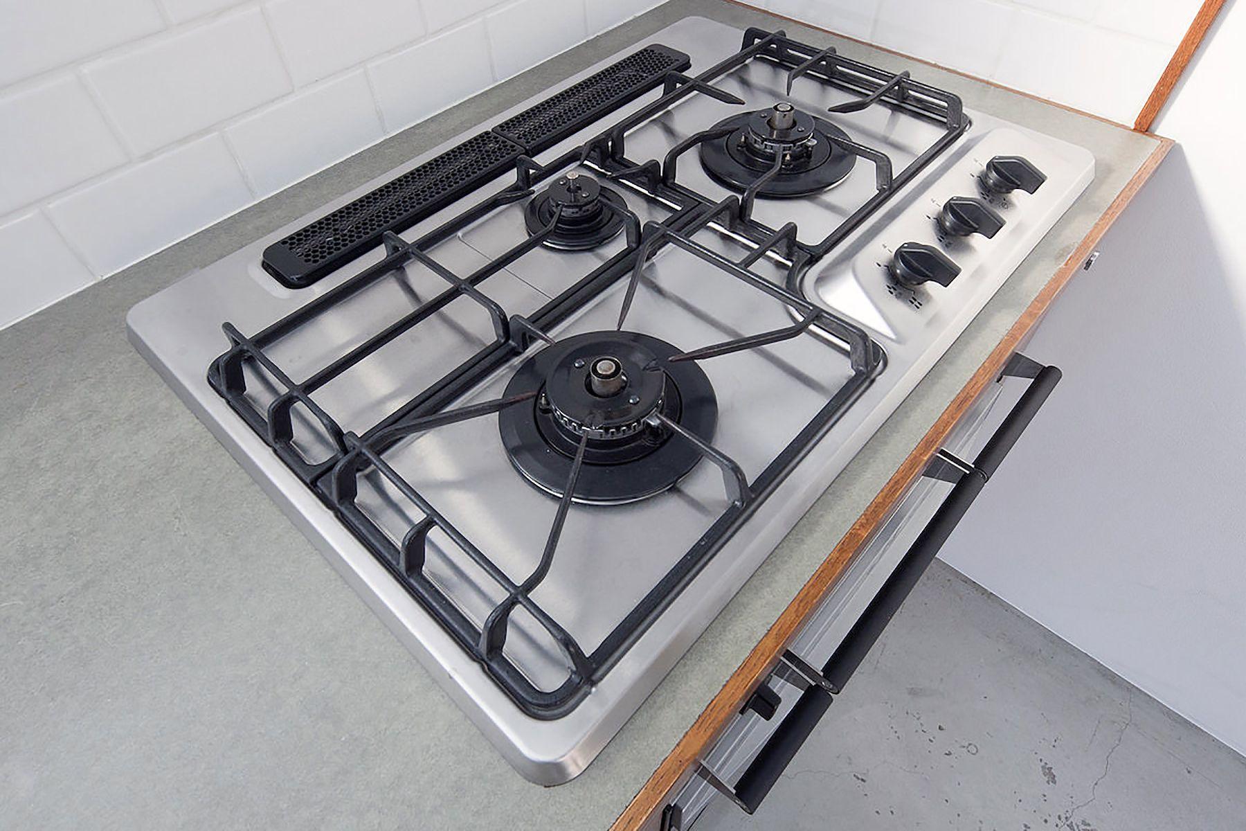 RE studio (アールイースタジオ)3口ガスコンロ、オーブン完備