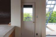 In the concrete/個人宅 (イン ザ コンクリート):3F 部屋からバルコニー