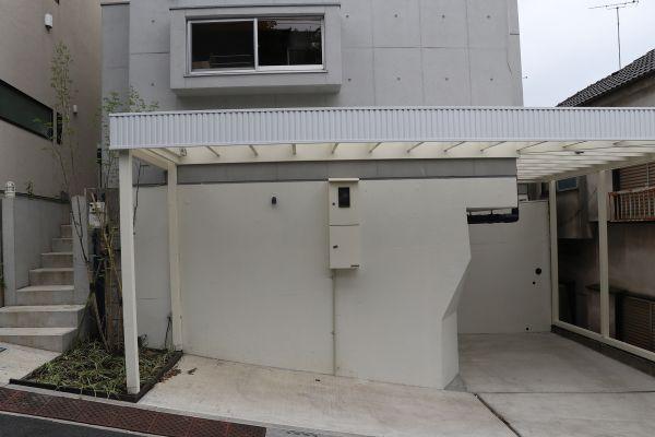 In the concrete/個人宅 (イン ザ コンクリート)駐車場 乗用車2台まで可能