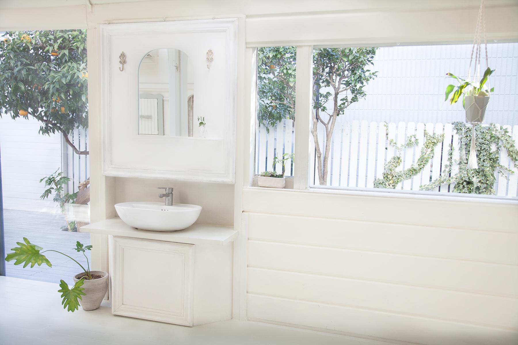 Rapture Studio (ラプチャースタジオ)洗面台の鏡設置・要予約