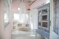 Rapture Studio (ラプチャースタジオ):ピンクの壁・天蓋・長椅子