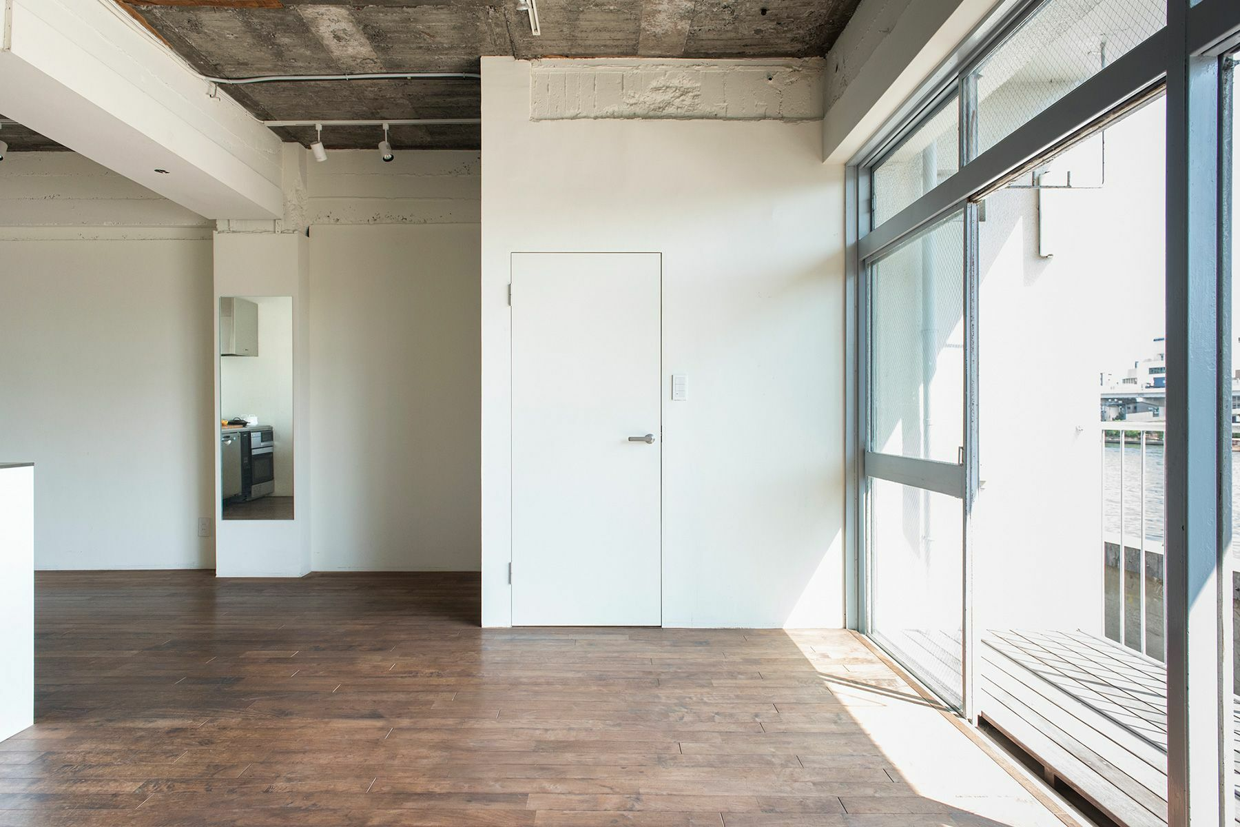 cobaco kitchen(コバコ キッチン)明るい室内
