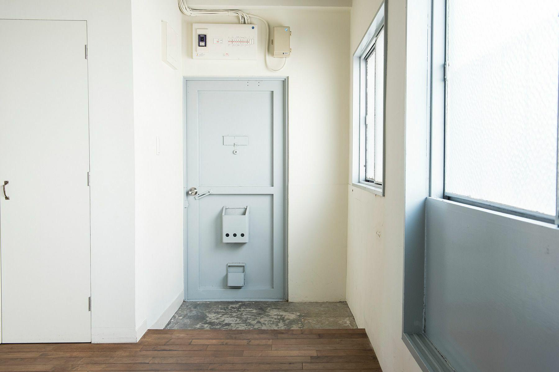 cobaco kitchen(コバコ キッチン)玄関前