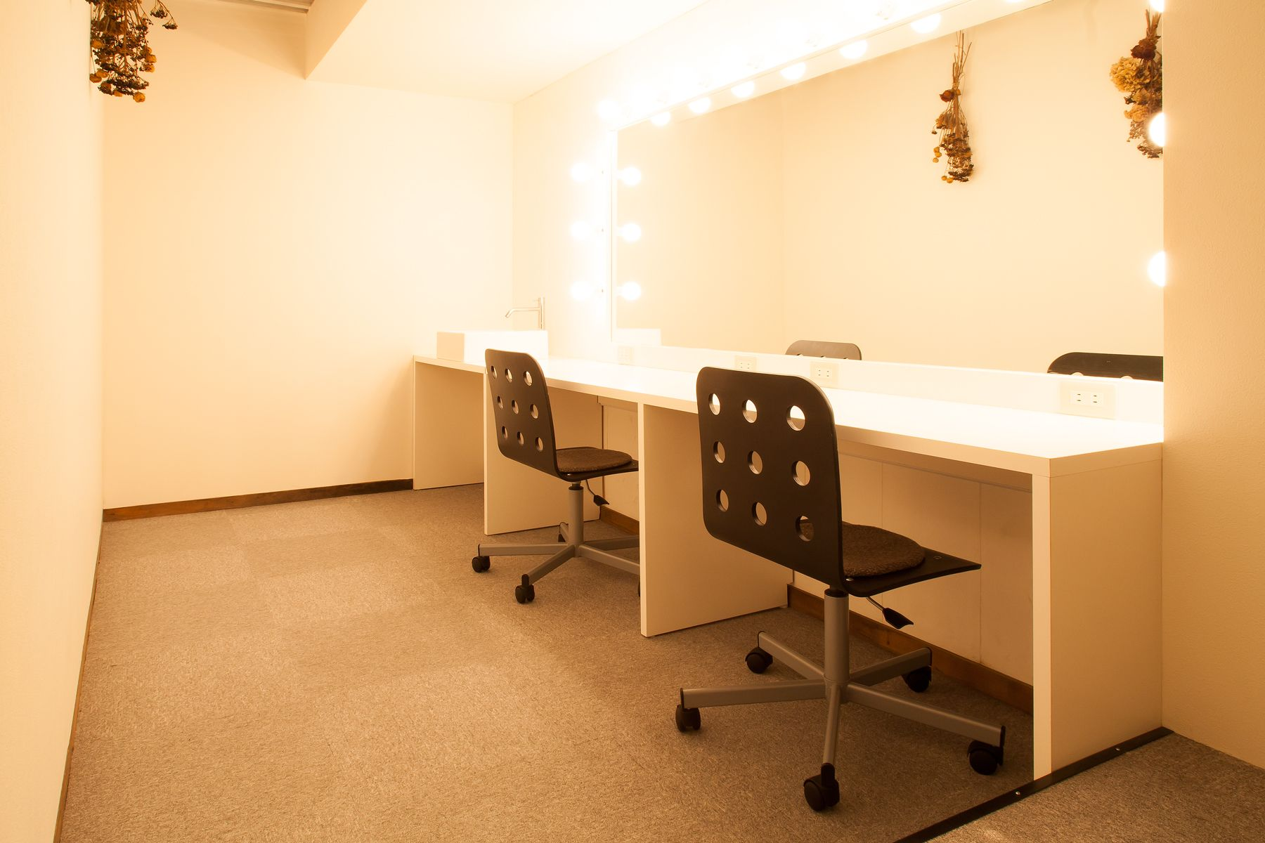 debolbe Studio&Warehouse (ディボルブ スタジオ)メイクルーム