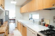 MOKU(モク 材木座):2階キッチン