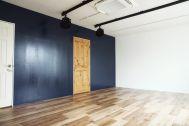 荻窪写真館スタジオ (オギクボシャシンカン):ネイビー壁