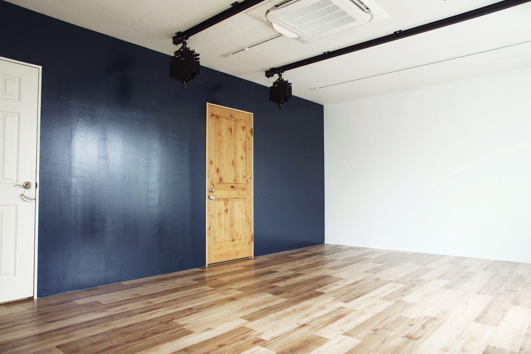 荻窪写真館スタジオ (オギクボシャシンカン)ネイビー壁