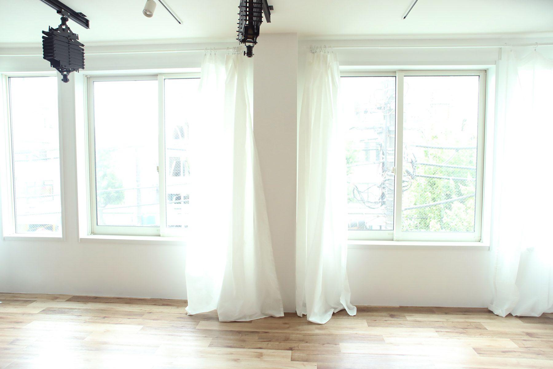 荻窪写真館スタジオ (オギクボシャシンカン)透けるカーテンはトレペ代わりに