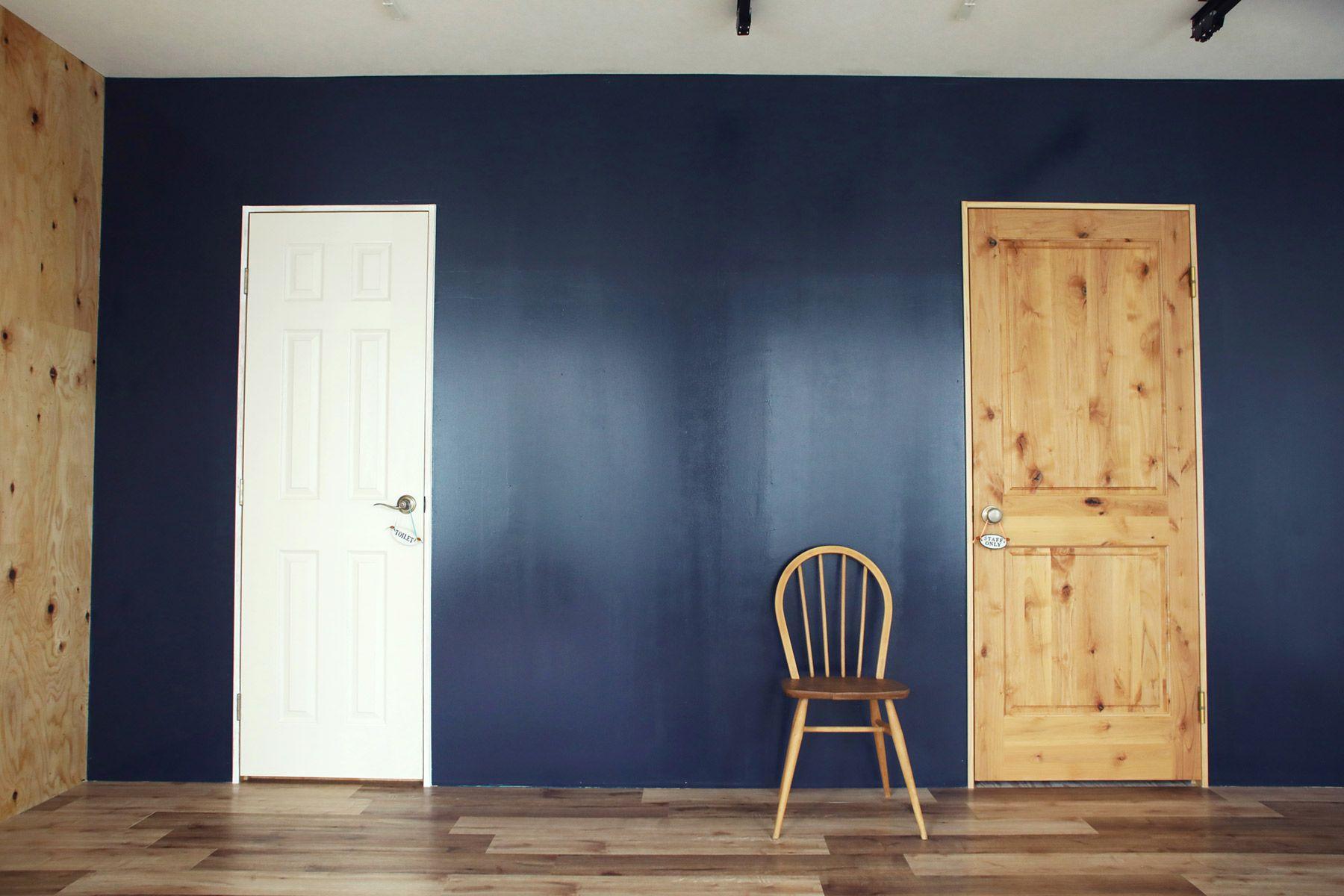 荻窪写真館スタジオ (オギクボシャシンカン)素材の違うドアもプロップに