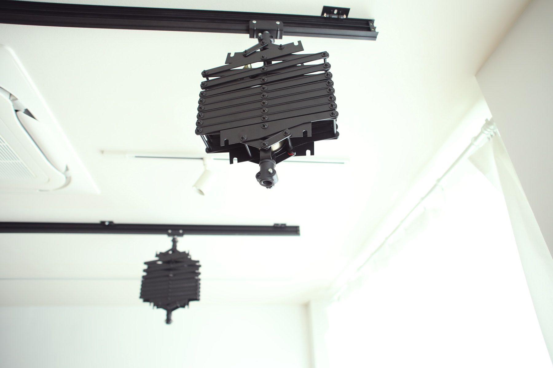 荻窪写真館スタジオ (オギクボシャシンカン)左右移動、上下高さ調整可能