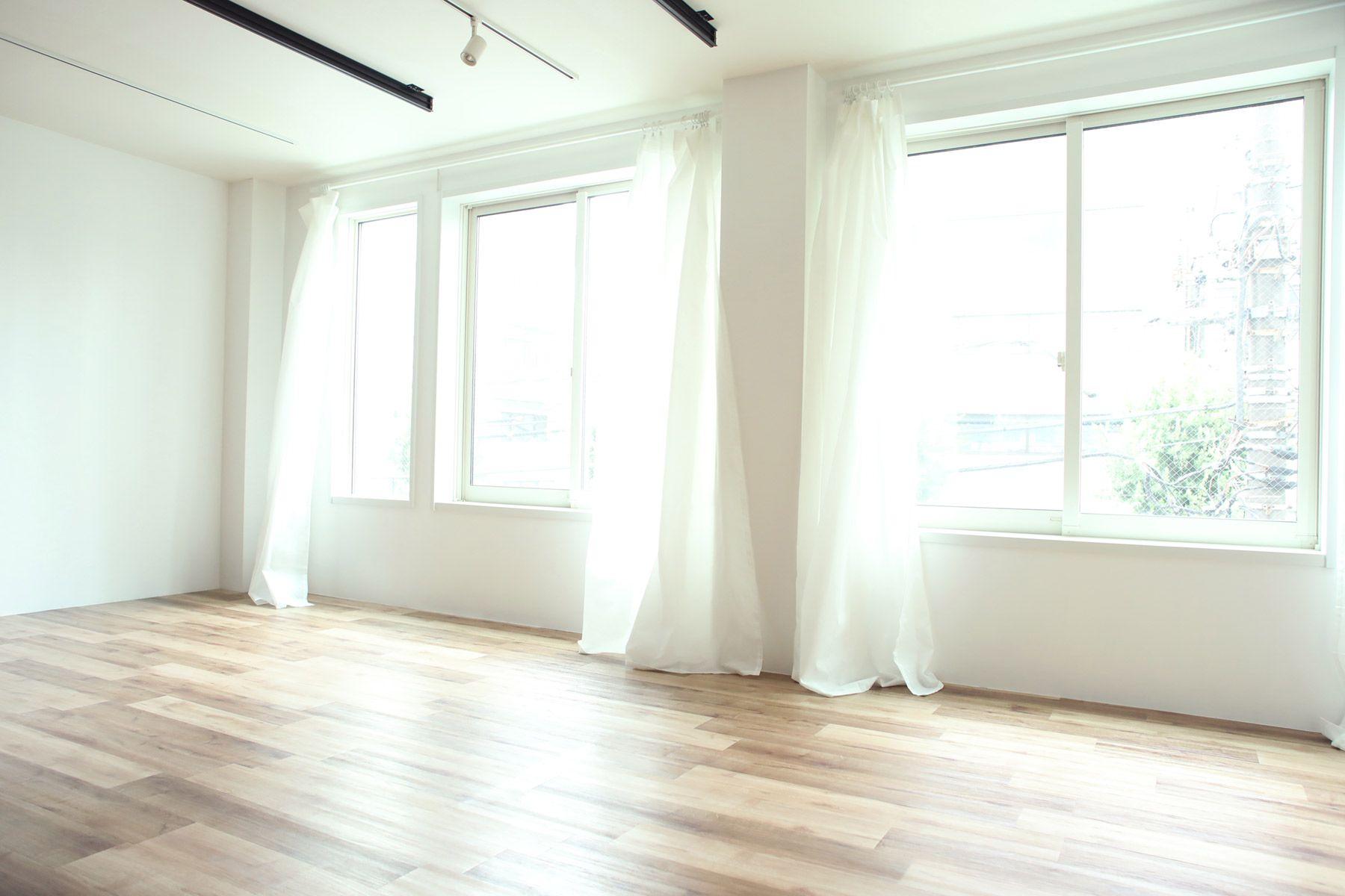 荻窪写真館スタジオ (オギクボシャシンカン)一面全て窓(南向き)