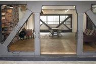 aA studio (エーエースタジオ) :ウッドデッキからスタジオ全体