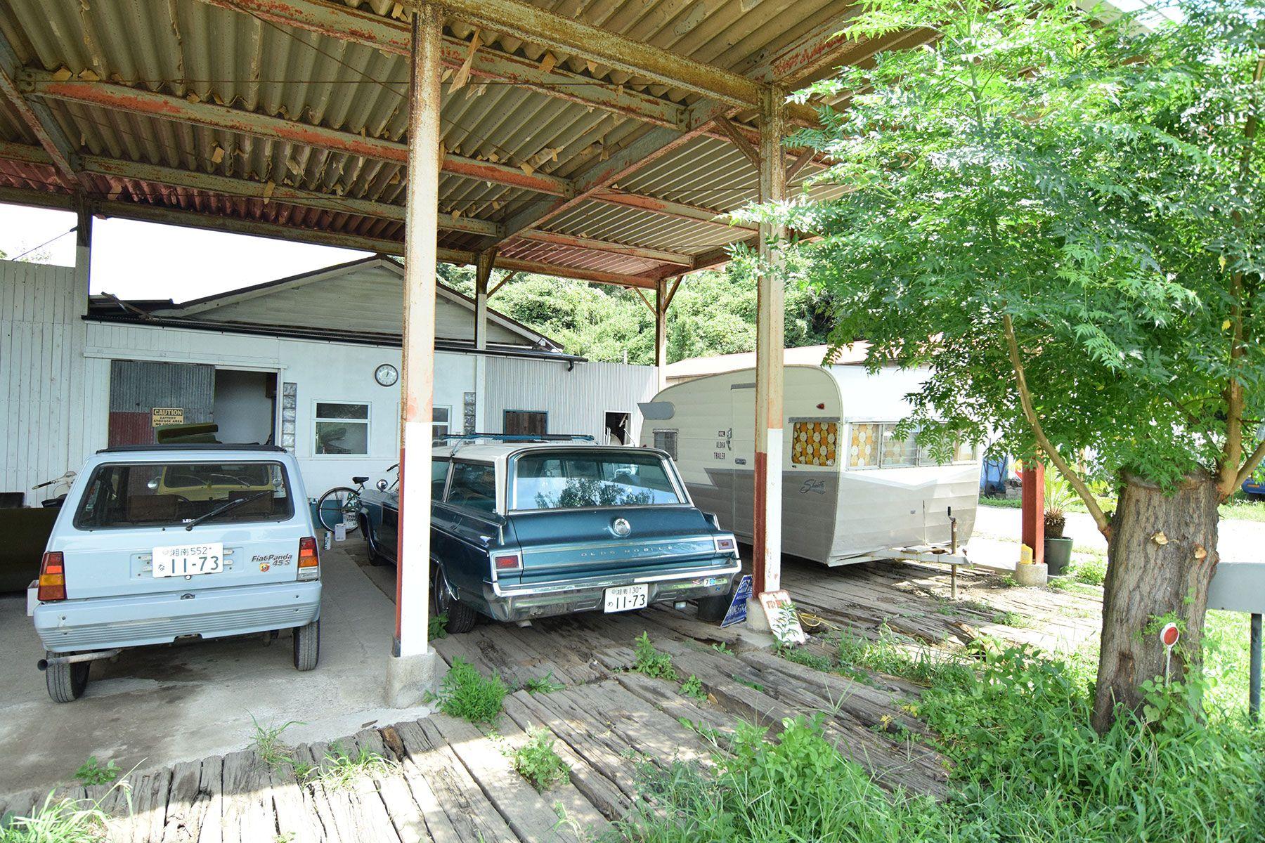 STUDIO LOPEZ 茅ヶ崎スペース (スタジオ ロペス)200本の枕木を敷き詰めたガレージ
