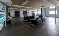 SHONANPHOTO.COM STUDIO (ショウナン フォト):オフィススペースの下 天井高2.6m