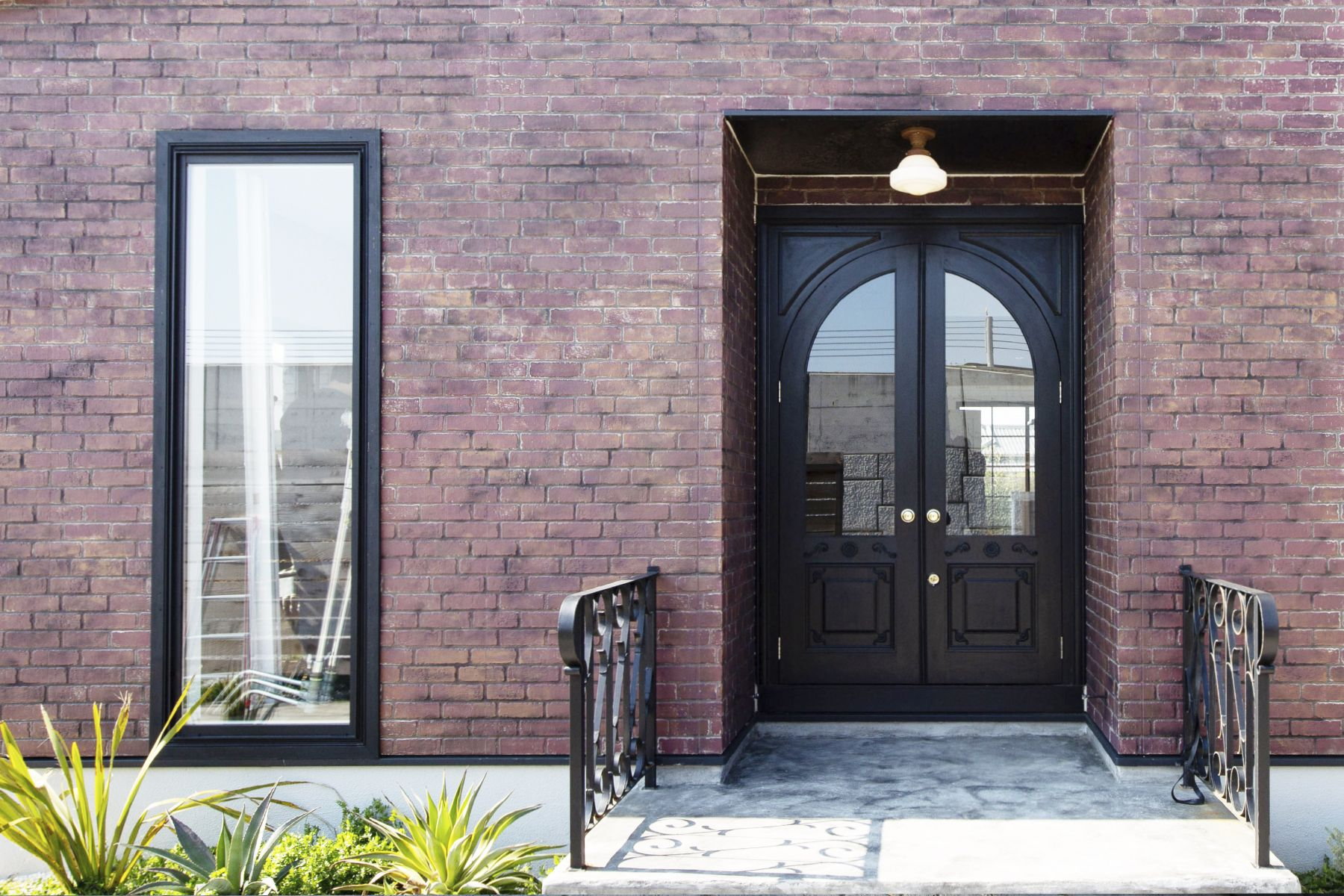 Studio One Kujyukuri Beach (スタジオ ワン クジュウクリ ビーチ)玄関:重厚感のあるドア
