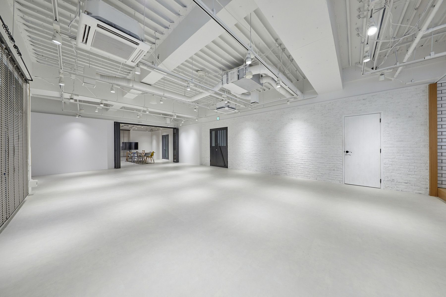 STUDIO DA VINCI (スタジオ ダ・ヴィンチ)白レンガ×モルタル