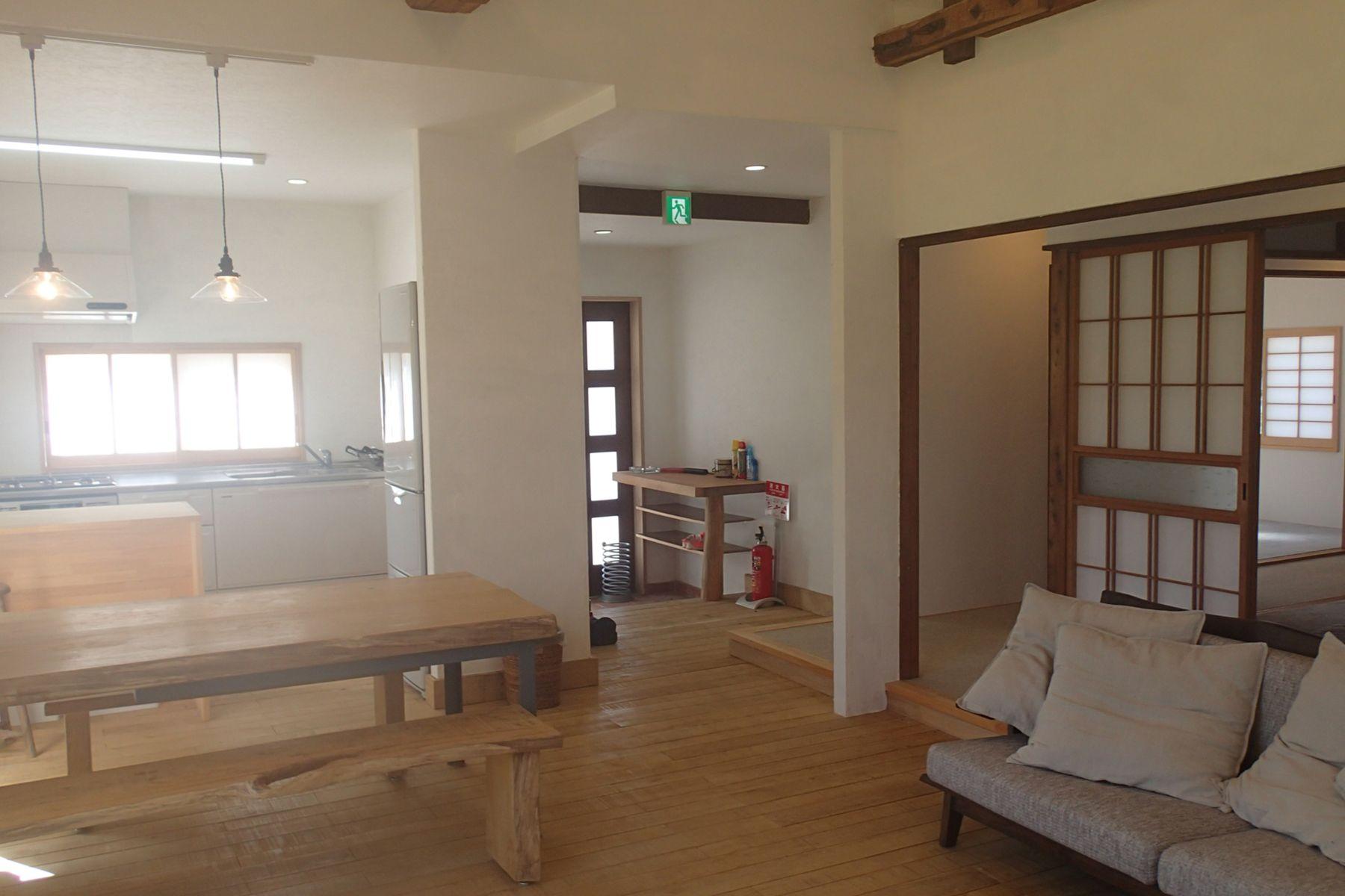 グリーンゲーブル富士ヶ嶺 (グリーンゲーブルフジガネ)室内 リビングから玄関