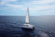 ダンダダ・フェニックス カタマランヨット・クルーザー:白い帆