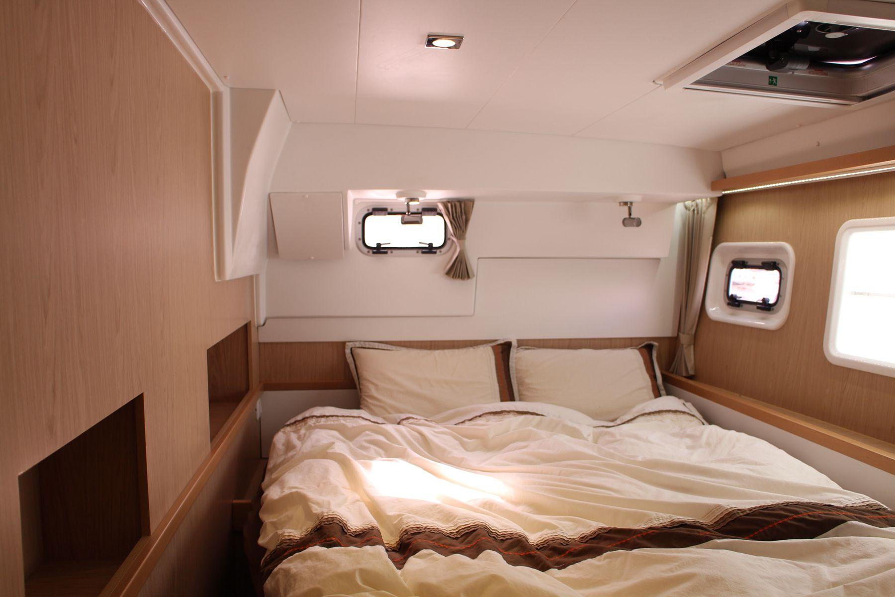 ダンダダ・フェニックス カタマランヨット・クルーザーguest bed room 2