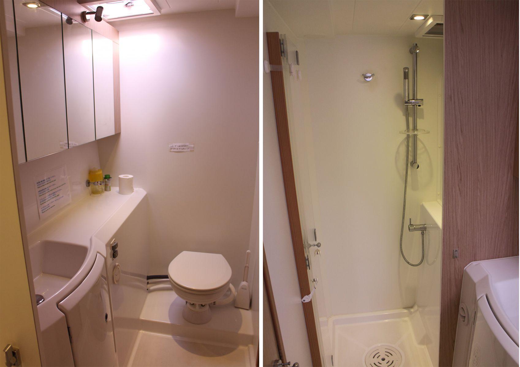 ダンダダ・フェニックス カタマランヨット・クルーザーGuest Toilet and Shower
